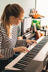 מורה לפסנתר בעומר