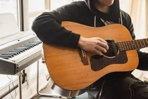 מורה פרטי לגיטרה בגבעת שמואל
